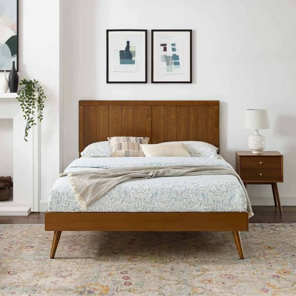 Alana Queen Wood Platform Bed With Splayed Legs in Walnut